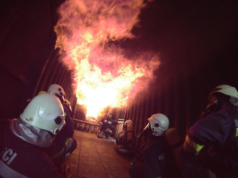 Simulator plamenih udara – novi instruktori iz DVD-a Jastrebarsko